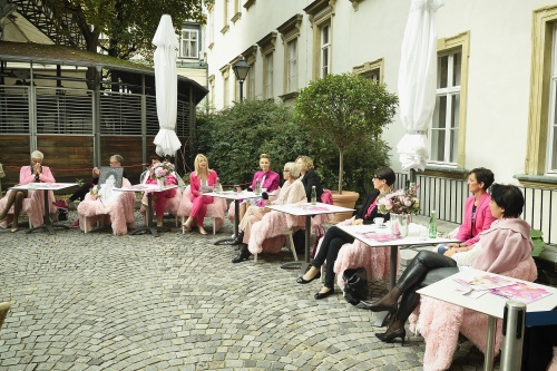 Internationaler Brustkrebstag - Auftakt der Pink Ribbon Aktion 2020 in der Hofreitschule
