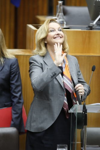 Finanzministerin Mag.<sup>a</sup> Dr.<sup>in</sup>  Maria Fekter vor ihrer Budgetrede