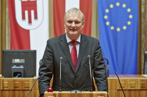 Bundesrat Günther Novak (S) am Rednerpult