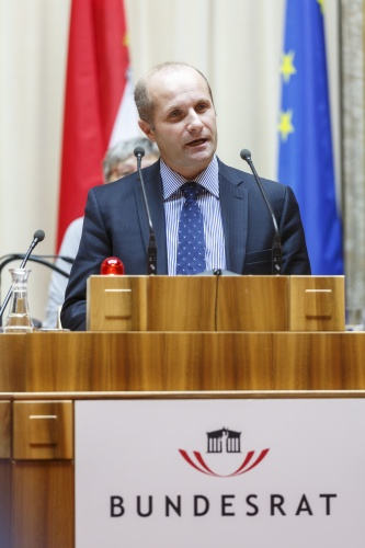 Bundesrat Gerald Zelina (OF) am Rednerpult