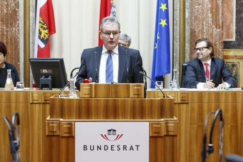 Bundesrat Edgar Mayer (V) am Rednerpult