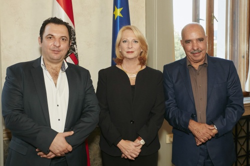von links: President des syrischen Center for Media and Freedom of Expression Mazen Darwish, Nationalratspräsidentin Doris Bures (S), Friedensnobelpreisträger 2015 Abdessattar Ben Moussa