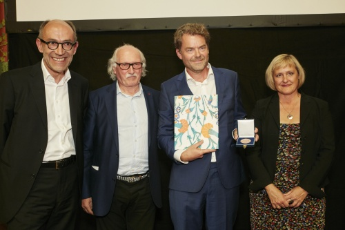 Von links: Jurymitglied Peter-Matthias Gaede, Organisator des Alfred Fried Photography Award Lois Lammerhuber, Gewinner Chris de Bode, Claudia Dannhauser ORF