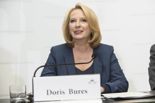 Am Podium: Nationalratspräsidentin Doris Bures (S)