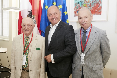 Von links:  Walter Arlen, Nationalratspräsident Wolfgang Sobotka (V), Howard Myers