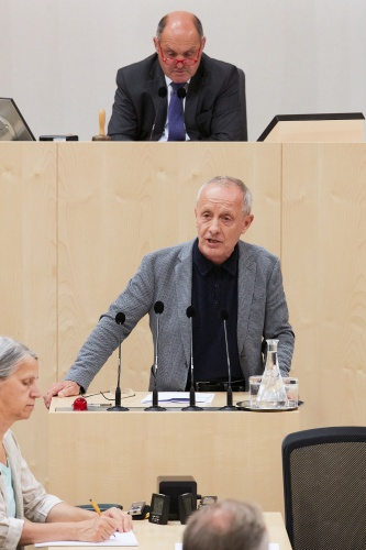 Am Rednerpult: Nationalratsabgeordneter Peter Pilz (P)