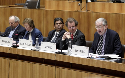 von links nach rechts: Saad Ibrahim - Sociologist and Human Rights Activist, Mary Robinson - Former UN High Commissioner for Human Rights, Bertrand Ramcharan - Former UN Deputy Hich Commissioner for Human Rights, Manfred Nowak - UN Special Rapporteur on Torture and other Cruel, Inhuman or Degrading Treatment or Punishment und Paulo Sergio Pinheiro - Rapporteur on Children, Inter-Amercian Commision on Human Rights