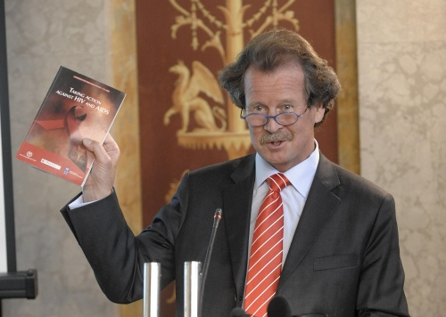 Prof. Manfred Nowak - Scientific Director of the Ludwig Boltzmann Institute of Human Rights am Rednerpult