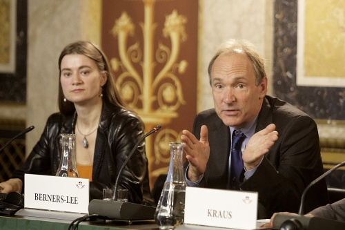 v.li. Anke Domscheit-Berg und  Sir Tim Berners-Lee
