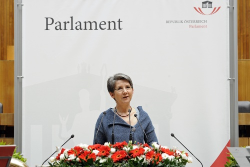 Nationalratspräsidentin Barbara Prammer am Rednerpult