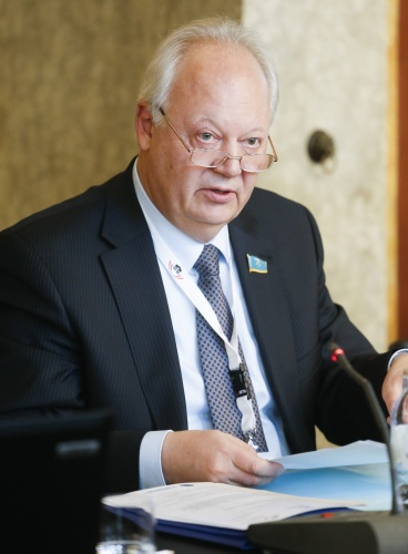 PNND Council Member Viktor Rogalev am Wort