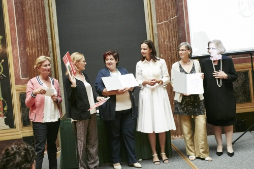 von rechts: Maria Graff Chair of the Commission of Culture, Education and Employment, European Union of Women Austria, Gilda Johne Nachbarinnen, Familienministerin Sophie Karmasin (V), Sefanie Wagner Kreativ Aktiv, Sissy Mayerhoffer ORF Humanitarian Broadcasting, Christina Schlosser